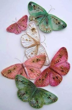 How to embroider butterfly wings The bulk embroidery. How to embroider butterfly Ribbon Embroidery, Embroidery Stitches, Embroidery Patterns, Machine Embroidery, Butterfly Embroidery, Wool Embroidery, Fabric Art, Fabric Crafts, Sewing Crafts