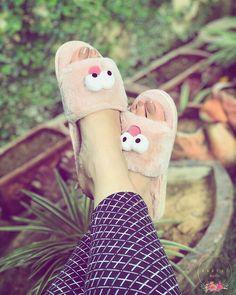 Secrets Of Sneaker Shopping – Sneakers UK Store Cute Girl Poses, Cute Girl Photo, Girl Photo Poses, Girl Photography Poses, Cute Girls, Stylish Girls Photos, Stylish Girl Pic, Cool Girl Pictures, Girl Photos