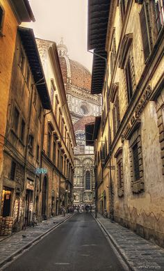 Calles de Florencia, Florence, Italy by Yeray Vargas (what a backdrop!)