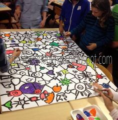 Kids artists: doodling together - group mural collaborative art projects, g Group Art Projects, Collaborative Art Projects, Artists For Kids, Art For Kids, Drawing Sheet, Student Drawing, Ecole Art, Mural Art, Art Classroom