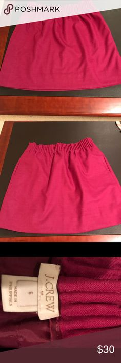 This a J.Crew skirt This is a J.Crew skirt in a size medium. It has an elasticized waist for comfort and style. It is a lined skirt and it is 17 1/2 inches from the waist to the bottom of the hem. Pair it with a blouse for a trendy and sophisticated look. J. Crew Skirts Mini