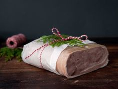 - Lammerull - lamb roulade, thinly sliced on fresh bread,flatbread,crispbread , - in northern part of Norway the roulade is brined Christmas And New Year, All Things Christmas, Norwegian Food, Recipe Boards, Fresh Bread, Feta, Lamb, Food To Make, Food And Drink