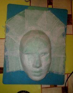 Сегодня я постараюсь рассказать о моем пути проб и ошибок в этой капризной технике. Итак, я получила заказ на изготовление 6 венецианских масок в традиционном исполнении для ресторана. Традиционные венецианские маски изготавливают из кожи и папье-маше.