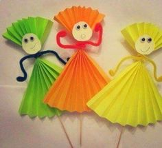 Handmade Paper Doll Making Easy Paper Crafts, Paper Crafts For Kids, Preschool Crafts, Diy For Kids, Crafts To Make, Fun Crafts, Arts And Crafts, Paper Folding For Kids, Decor Crafts