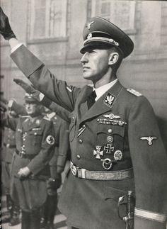 Reinhard Heydrich - This Day in History: Mar 15, 1939: World War II - Nazis take Czechoslovakia http://dingeengoete.blogspot.com/ http://3.bp.blogspot.com/_p3Q0eKo0OeI/TKSuX7CZDjI/AAAAAAAALwE/ey-OPIto2Ac/s1600/Heydrich06.jpg