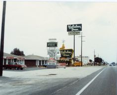 The Great Sign was still hanging on in Merritt Island, FL as of 4-6-1985.