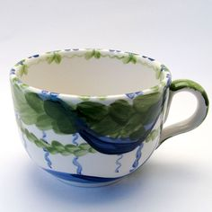 Tassen & Häferl der Familie VertBleu! Die Grün-Blaue Designfamilie von Unikat-Keramik. Das wohl einzigartigste Keramik Geschirr der Welt! Tea Cups, Mugs, Tableware, Unique, Design, Blue Green, Tablewares, World, Dinnerware