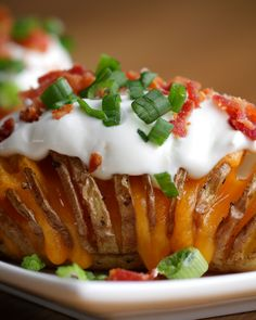 Forget basic baked potatoes and serve this fancied up version instead Serve these crispy, cheesy baked potatoes topped with plenty of bacon. This might just be the ultimate hasselback potato recipe. Potato Dishes, Vegetable Side Dishes, Food Dishes, Potato Soup, Hasselback Potatoes, Baked Potatoes, Cheesy Potatoes, Today Show Food, Loaded Baked Potato Casserole