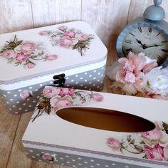 Caja rectángular para pañuelos y caja tipo joyero decoradas a juego con decoupage. Esta servilleta y muchas más en nuestra tienda on-line: www.cosqueretas.es