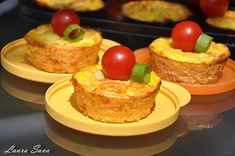 Briose cu dovlecel si cascaval, o gustarica rapida si delicioasa! Romanian Food, Toddler Meals, Baby Food Recipes, Milkshake, French Toast, Muffin, Food And Drink, Pudding, Keto