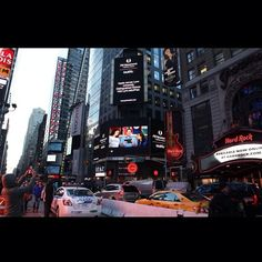 Lynn University was featured in Times Square, NYC in big, bright and #lynning lights! The buzz was generated after Lynn was named a Distinguished School by Apple. #TimesSquare #NYC #LynnUniversity