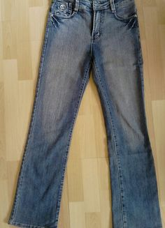 À vendre sur #vintedfrance ! http://www.vinted.fr/mode-femmes/jeans/29805070-jean-droit-delave-taille-haute-t36