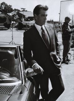 Pierce Brosnan---second only to Sean Connery as the ideal James Bond! Vrai Gentleman, Gentleman Style, Modern Gentleman, Pierce Brosnan, James Bond, Beautiful Men, Beautiful People, Beautiful Celebrities, Nice People