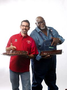 Barbecue pitmasters and T. hosts of Destination America's BBQ Pitmaster Tuffy Stone and Moe Cason share their tips on how to make the perfect BBQ Ribs. Barbecue Pork Ribs, Barbecue Pit, Bbq Grill, Bbq Pitmasters, Rib Tips, Bbq Guys, Salsa, Grilling Tips, Grilling Recipes