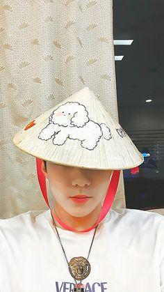Bear Wallpaper, Pink Wallpaper, We Bare Bears Wallpapers, Exo Lockscreen, Aesthetic Movies, Xiu Min, Kpop Exo, Exo Members, Chinese Boy