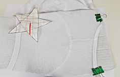 Camiseta con Estarcido Map, Stencil, Stamps, Stars, T Shirts, Ink, Location Map, Maps