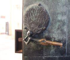 Der Paris mit dem Apfel. - Eine Türklinke -  #magdeburg #magdeburgerdom #detailverliebt #detailaufnahme #momentaufnahme #dom #church #door