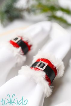 4 Easy Steps For Developing A Sunroom Upcycled Diy Santa Claus Napkin Ring For Your Christmas Dinner Party. In case You're Decorating This Holiday On A Budget You'll Love These Repurposed Toilet Rolls Into Cute Santa Claus Napkin Holders. Your Guests Will Christmas Yarn Wreaths, Easy Christmas Crafts, Simple Christmas, Christmas Ideas, Winter Wreaths, Spring Wreaths, Summer Wreath, Toilet Roll Holder Christmas Crafts, Christmas Stuff