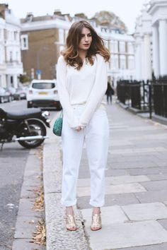 all white street style featuring Citizen Cashmere 😍