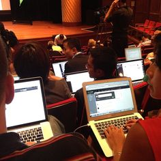 MT @kev097: Screens, screens everywhere at #PdF12.