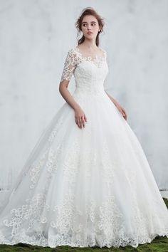 robe de mariée princesse longue appliqué de broderies à manche courte