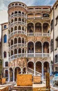 https://flic.kr/p/rPD2kk | Palazzo Contarini del Bovolo | Scala Contarini del Bovolo San Marco 4299,30124 Venezia, Iatly Vertorama 5 x 3 (-2, 0, +2) horizontal pictures