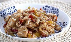 Το ακούτε και τη βλέπετε πολύ συχνά αυτό το πιάτο. Τώρα ήρθε η ευκαιρία με αυτή την πολύ εύκολη συνταγή για κινέζικο κοτόπουλο να το απολαύσετε και σπίτι σας! Εκτέλεση Σε ξύλο κοπής πλένετε καλά το κοτόπουλο και το κόβετε σε κυβάκια και αλατοπιπερώνετε. Στη συνέχεια προσθέτετε το λάδι στο γουόκ ή τηγάνι για να … Greek Recipes, Asian Recipes, Ethnic Recipes, The Kitchen Food Network, Asian Kitchen, Tasty Videos, Oriental Food, Spring Rolls, Chinese Food