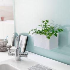 Boîte à suspendre en polystyrène blanc, supporte jusque 1,5 kg, 25,7 x 10,2 x 5 cm, 21,50 euros, Delamaison.fr