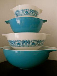 Rare Vintage Pyrex Horizon Blue Bowl Set
