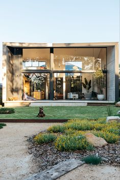 Sustainable architecture, or green design, is an approach to building that minimizes the harmful – modern landscape design front yard Australian Garden Design, Australian Native Garden, Architecture Durable, Sustainable Architecture, Pavilion Architecture, Residential Architecture, Contemporary Architecture, Interior Architecture, Design Cour