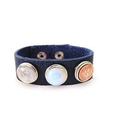 What's an ensemble without some personal pizzazz? With this genuine leather bracelet's trio of interchangeable Chunkies charms, a custom, colorful bauble is just a few snaps away.Includes bracelet and three charms1'' W x 7'' L with 2.5'' extenderLeather / metal / resinImported