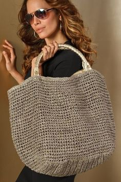 Tote bag with sparkling gold threading is super chic. Zip-top closure, inside zip compartment and two open pockets for organization. inspirtion: bags - Boston Proper --another great beach bag Metallic crochet tote- Rosemary tote by Beach by florabella Sta Crochet Tote, Crochet Handbags, Crochet Purses, Love Crochet, Diy Crochet, Crochet Ideas, Straw Tote, Beach Tote Bags, Knitted Bags
