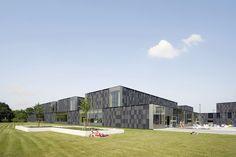 Multifunctional swimming pool complex De Geusselt  / Slangen+Koenis Architects