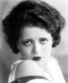 Bow289 - Clara Bow - Silent Movie Star - More at http://cine-mania.it