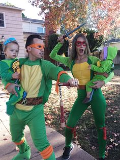 Cute and amazing ideas for the Halloween costumes one theme for the entire family 2019 - Dalena Burns Family Costumes For 4, Matching Family Halloween Costumes, Newborn Halloween Costumes, Twin Halloween, Pop Culture Halloween Costume, First Halloween, Creative Halloween Costumes, Family Outfits, Halloween Party