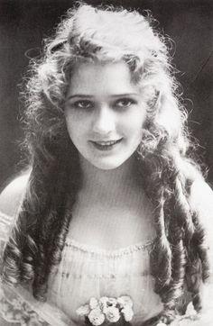 Beautiful Busty Girl Ewa Sonnet Dangle