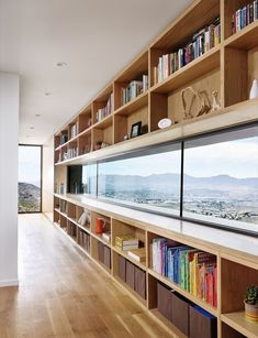 [ Franklin Mountain House, maison au Texas par Hazelbaker Rush Located in the Franklin Mountains, above the town of El Paso, Texas, this modern family home was designed by Darci Hazelb Architects Home Interior Design, Interior Architecture, Room Interior, Corporate Office Design, Bookshelf Design, Simple Bookshelf, Bookshelves, Home Libraries, Floor To Ceiling Windows