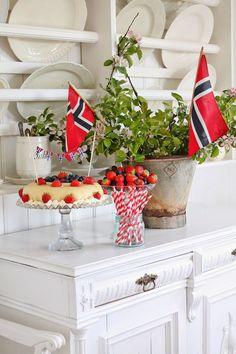 "Vibeke Design celebrating the Norwegian nationalday mai"". Norwegian Food, Norwegian Recipes, Vibeke Design, Public Holidays, Party Entertainment, Farmhouse Chic, Scandinavian Interior, Memorial Day, 4th Of July"