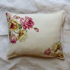Cuscino righe e rose