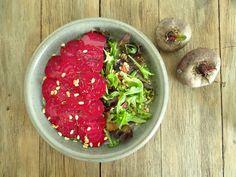 Salade met bietjes, pijnboompitten en zongedroogde tomaatjes Acai Bowl, Mexican, Fish, Breakfast, Ethnic Recipes, Salad, Pisces, Morning Breakfast