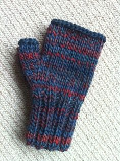 This is a basic pattern for fingerless mittens / handwarmers / wrist warmers or whatever you want to call them using chunky / bulky yarn. One pair will use just fractionally less than so its an easy and satisfying one skein project. Fingerless Gloves Knitted, Crochet Gloves, Knit Mittens, Crochet Beanie, Knit Crochet, Crochet Mittens Free Pattern, Knitting Patterns, Crochet Patterns, Hat Patterns