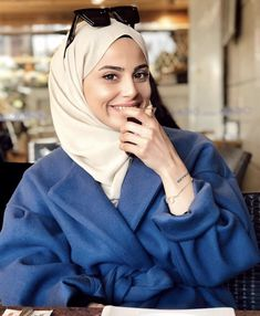 Image may contain: 1 person, sitting, closeup and indoor Modern Hijab Fashion, Arab Fashion, Hijab Fashion Inspiration, Islamic Fashion, Muslim Fashion, Modest Fashion, Hijab Style Dress, Casual Hijab Outfit, Hijab Chic