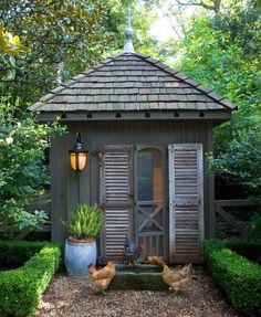 I love this hen house! I love the box hedging - it is so pretty!