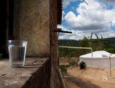 Catraca Livre https://catracalivre.com.br/geral/sustentavel/indicacao/restaurante-de-sao-paulo-utiliza-agua-mineral-para-nao-fechar-saiba-como-reaproveitar-agua-da-chuva-e-da-maquina-de-lavar/