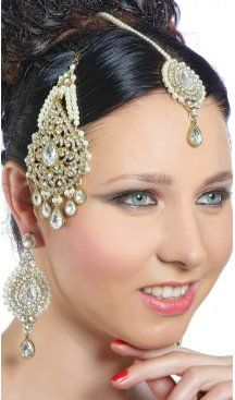 Stone work ear rings in gold with decorative designs on it. Sapphire Earrings, Stone Earrings, Women's Earrings, Silver Jhumkas, Celebrity Gowns, Jewelry Art, Jewellery, Stone Work, Fashion Addict