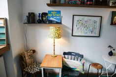 Loungebereich mit Retro-Feel im Woodah Hostel Kopenhagen