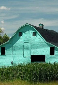 Never seen an aqua barn! Country Barns, Country Life, Country Roads, Country Living, Country Charm, Country Houses, Country Style, Farm Barn, Old Farm