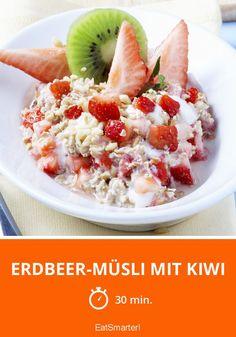 Erdbeer-Müsli mit Kiwi - einfaches Gericht - So gesund ist das Rezept: 8,2/10 | Eine Rezeptidee von EAT SMARTER | Müsli, Gesunde Ernährung, Vegetarisch #südfrucht #gesunderezepte Eat Smarter, Kiwi, Oatmeal, Breakfast, Food, Healthy Food, Healthy Recipes, Easy Meals, The Oatmeal