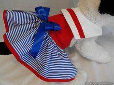 Este listado está para el otro Vestido de marinero con un pequeño cambio en el color. sólido rojo blusa con la falda de rayas azul y un collar de la solapa en blanco con ribete rojo. de algodón y totalmente forrado y utilizo entretela para ayudar a mantener su forma y durabilidad. Cierres de velcro en el cuello y pecho que es ajustable para la comodidad. viene con un anillo en d para el accesorio fácil de la correa. La niña bonita modelando este vestido es Chanel de bebé y su mamá es un…