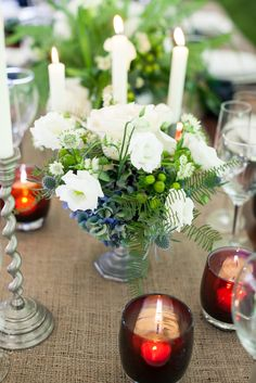 how gorgeous is grateful red on this wedding table?? click the photo to get the look.